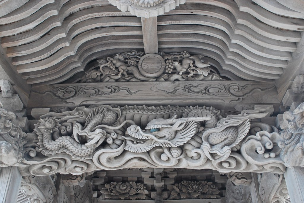 龍・葡萄とリス・社紋(蛇の目)等