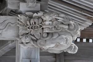 向拝柱の唐獅子と牡丹(右柱)