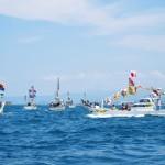 沖に出た漁船が円陣を組み、船御幸の最高潮を迎えます