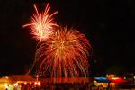 ステージ前の会場では、目の前で花火をご覧いただけます