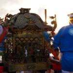 神輿担ぎは、『荒神町』『塩屋町』の有志によって行われます